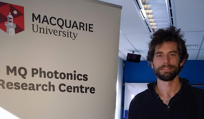Harvesting atomic forces for the optical manipulation of mesoscopic object - Dr Cyril Laplane