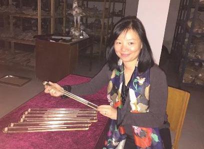 Shirley Chan studying bamboo slips