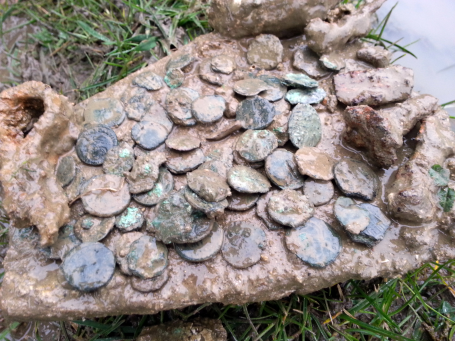 Coin hoard when first found | PAS-SOM-8DC133 | CC BY-SA | Portable Antiquities Scheme and Somerset County Council