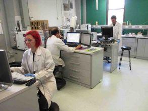 Emma, Simon and Kostas in instrument lab